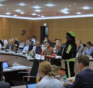 Piet spreekt gemeenteraad toe