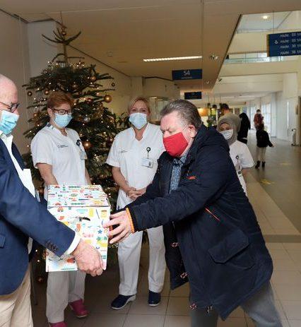 Bijna 2100 zorgmedewerkers verrast met 'Duim van het jaar'